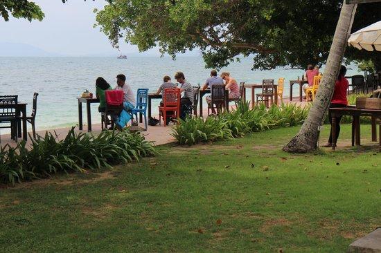 GLOW Elixir Koh Yao Yai: Restauracja przy plazy