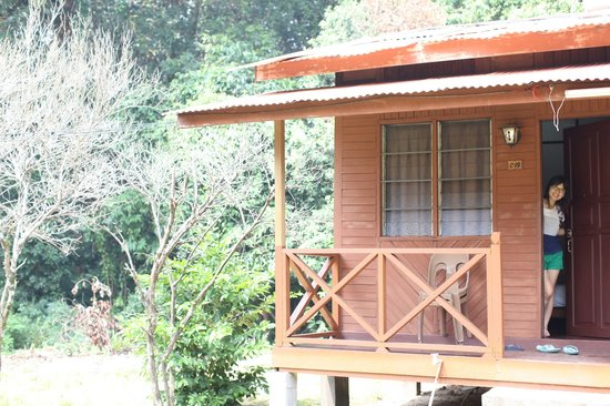 Tioman Paya Resort: Our chalet which the roof became a playground for wild monkeys