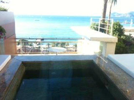 Le Grand Hotel : vue salle de bain