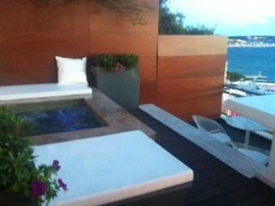 Le Grand Hotel : jacuzzi