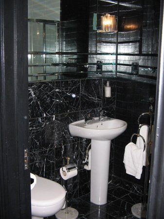 The Suncliff Hotel: Classy Bathroom