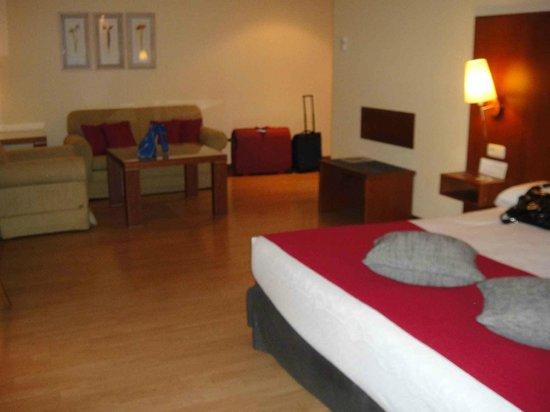 Vincci Ciudad de Salamanca : Our Suite-like Room