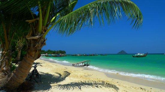 Holiday Inn Resort Phi Phi Island: Берег у старой части отеля