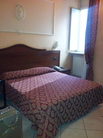 Hotel Mirage: Habitación