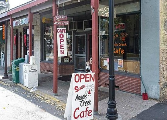 Angels Camp, CA: Sue's Cafe, Angels Creek