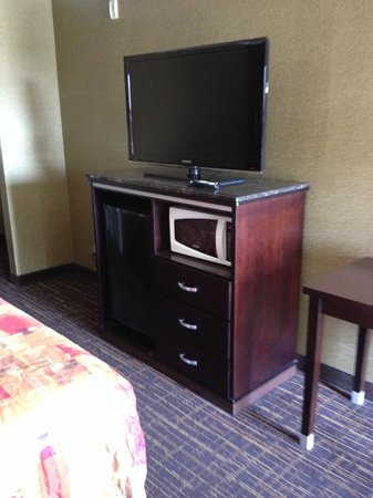 Crystal Inn Suites & Spas - LAX: Refrigerator and microwave