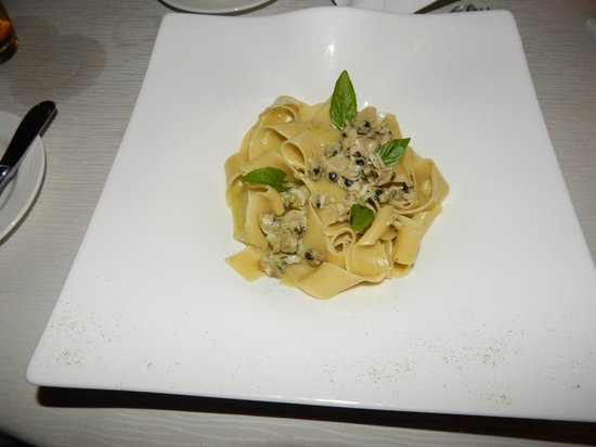 Ocean Beach Resort & Spa : Papparadelle with clams at Victoria Restaurant