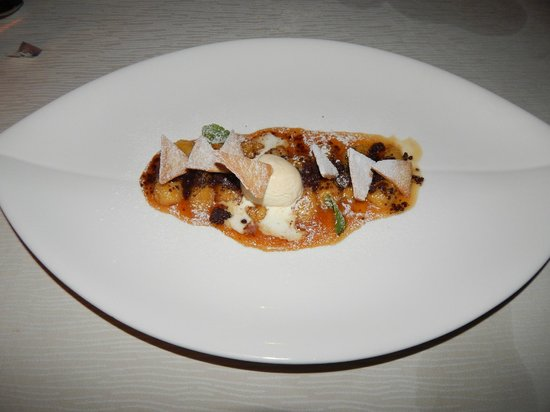 Ocean Beach Resort & Spa : Carmalized banana dessert
