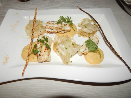 Ocean Beach Resort & Spa : The grilled calamari was very delicious