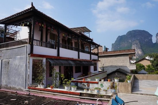 Xingping Our Inn: Rooms - viewed from roof terrace