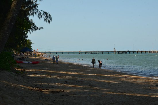 Palm Cove Beach : Just a casual walk along the beach at Palm Cove