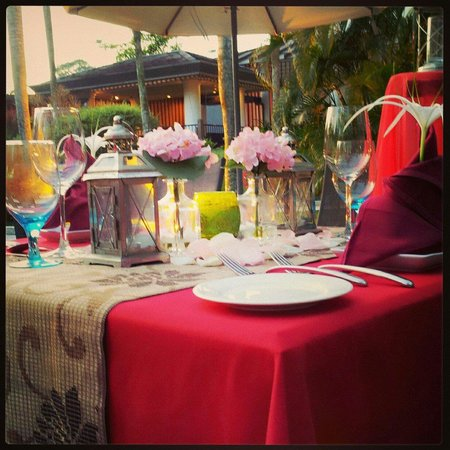 Oasis: Candle Light Dinner Table Set Up