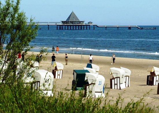 Jugendherberge Heringsdorf: Strand, im Hintergrund - die Seebrücke