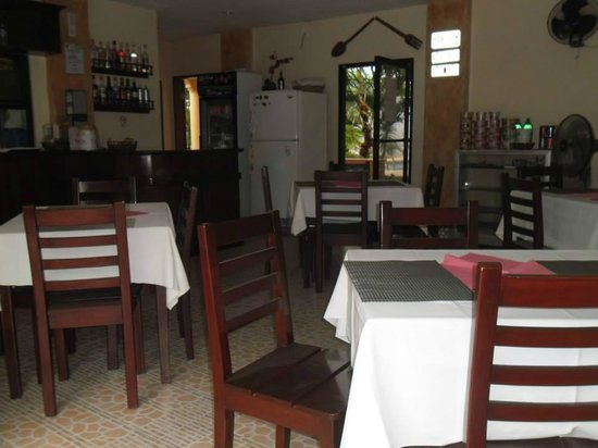Cherrys @ Home Too Inland Resort: The restaurant is clean and is facing the highway but has access to the pool area