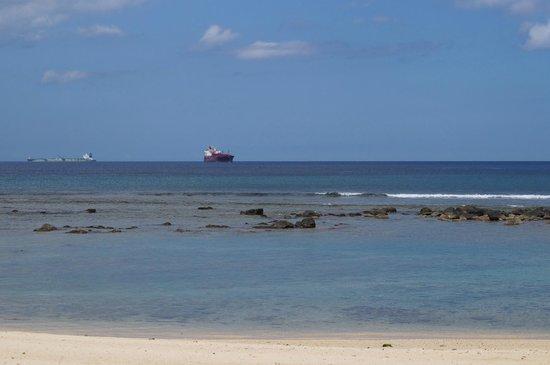 InterContinental Mauritius Resort Balaclava Fort: Praia em frente ao hotel