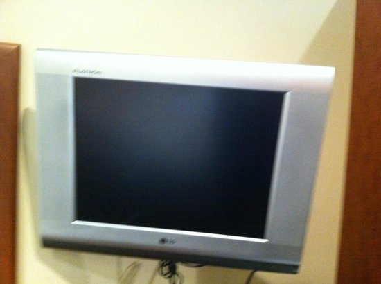 Rydges Gladstone Hotel: old style tv