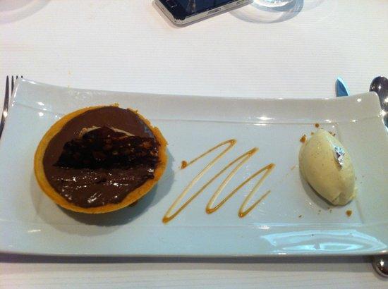 Le Millesime: Tarte aux deux chocolats et sa boule glace vanille