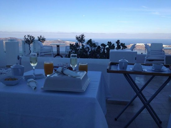 Above Blue Suites : Lovely breakfast