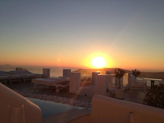 Above Blue Suites : The famed sunset