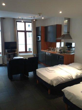 Azimut Flathotel: zona giorno-notte