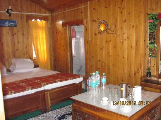 Lava, Indien: PINE COTTAGE'S ROOM