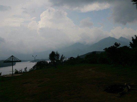 Seagot Banasura Resorts & Villas: Early morning at banasura