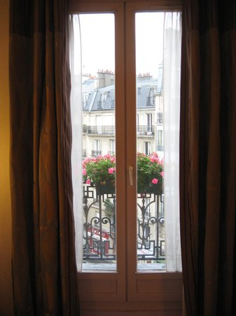 Hotel Elysa Luxembourg: Flowers on the balconey