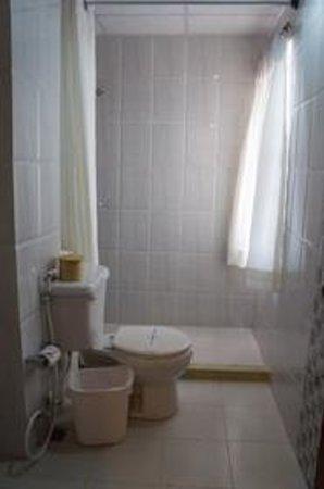 Rama Inn Boutique Home: Bathroom