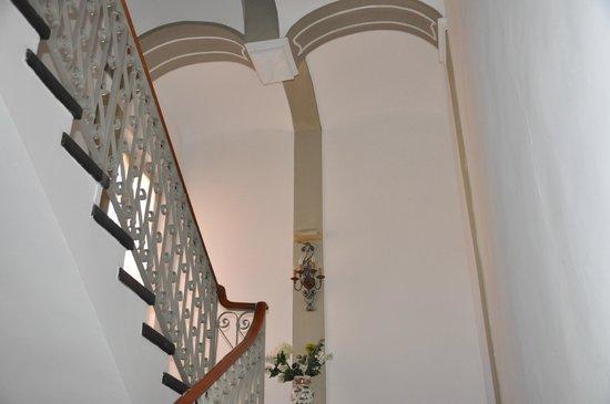 Hotel Splendid Mare: Grand escalier