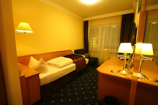 Hotel Royal : Actual photo taken by me. Very clean and sufficiently equipped. Great value for money.