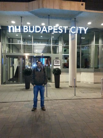 NH Budapest City: In front of the hotel entrance