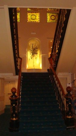 The Tower Hotel: Escalier central