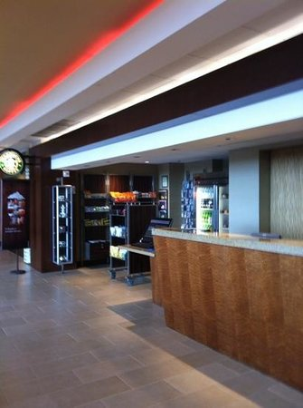 San Francisco Airport Marriott Waterfront : small shop