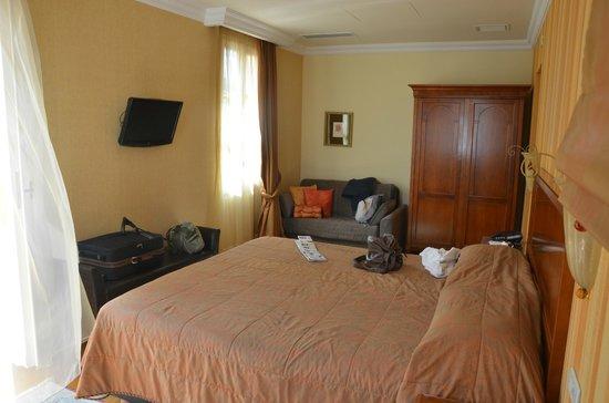 Aetoma Hotel: chambre du haut