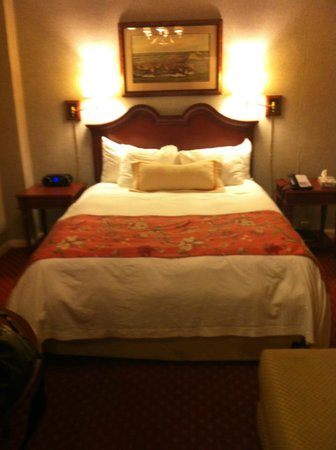 The Milburn Hotel: Queen size bed