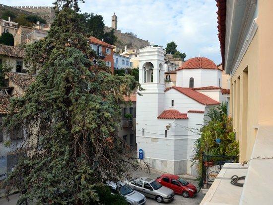 Aetoma Hotel: vue du balcon: église agios spiridonas