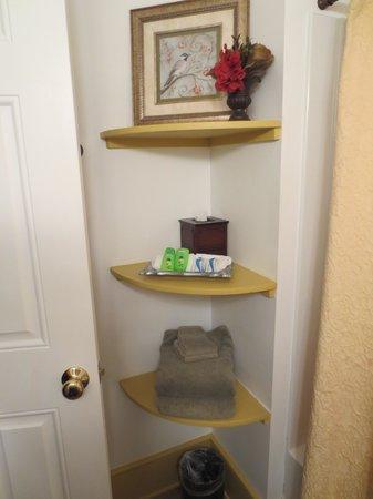 Creeper's End Lodging: Cute litte corner shelves