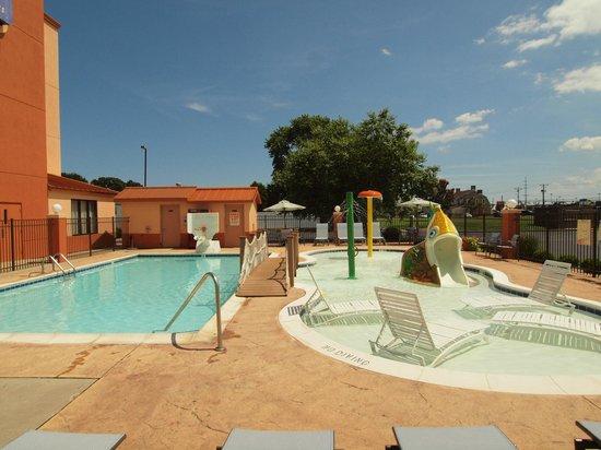 Sleep Inn & Suites Rehoboth Beach Area: Adult Pool and Splash Pool