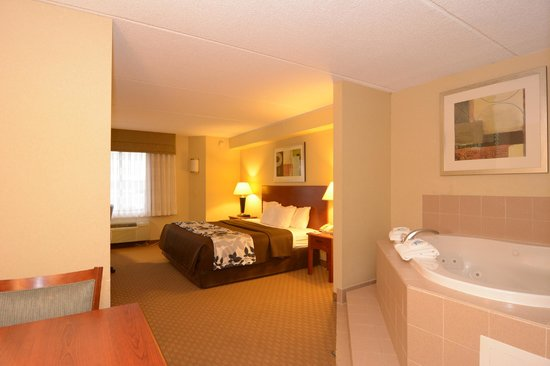 Sleep Inn & Suites Rehoboth Beach : King Jacuzzi Suite with 40 inch Flat Screen TV