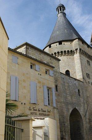 La Tour du Vieux Port : L'arrière de L'Hôtel Restaurant