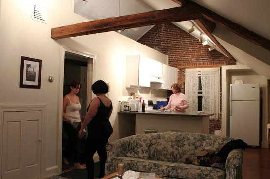 The Salem Inn : captain west spacious family suite
