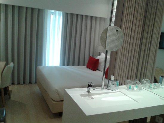Hotel da Musica: Detalle del conjunto dormitorio - lavabo