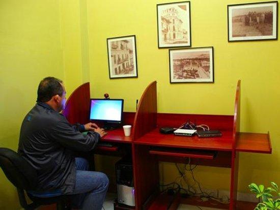 Hostal La Castellana: Computer Room