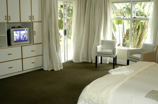 Saffron House Guesthouse & Conference Centre: Luxury double room with own patio