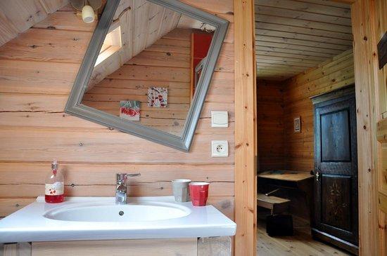 BoisDoré : Chambre Coccinelle & Caramel / Salle de Bain