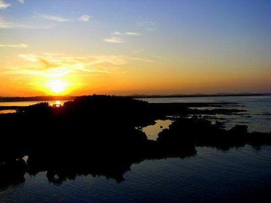 Ocean 101 Cloud 9 Surf Resort : siargao sunset