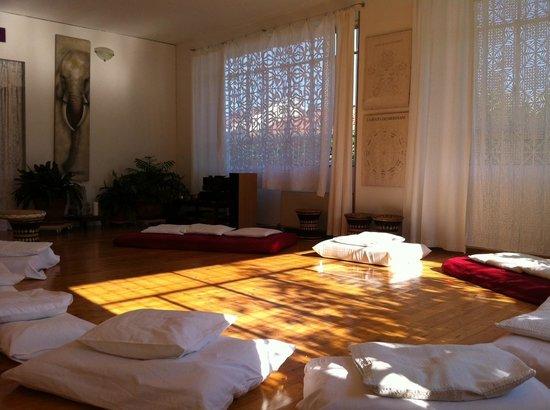 Mosso, อิตาลี: La sala in cui si svolgono i corsi, gli incontri, le meditazioni...