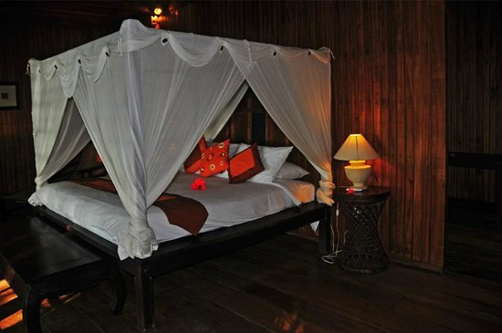 Siladen Resort & Spa: Himmelbett im Bungalow