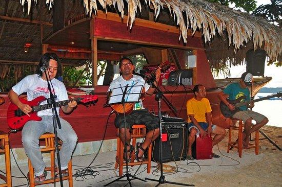 Siladen Resort & Spa: Livemusik an der Strandbar
