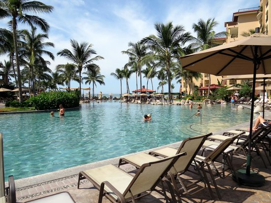 Villa del Palmar Flamingos: The pool is warm and inviting!